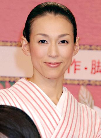 鈴木保奈美の娘のしおんはモデルで学校は清泉に通っている?顔もカワイイ!